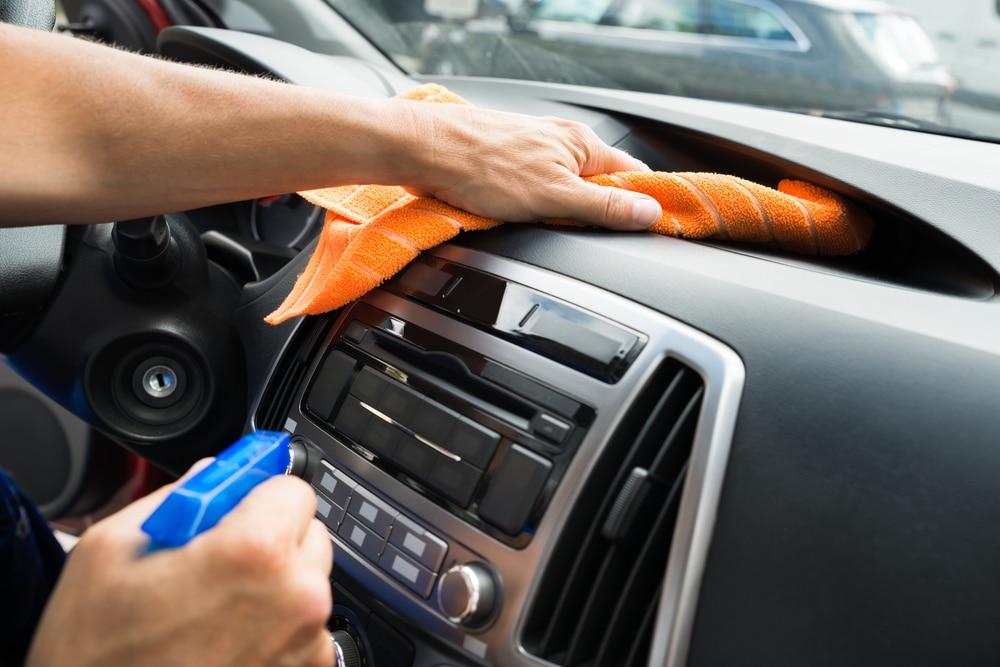 Sanificazione auto fai da te: come si effettua e quanto costa